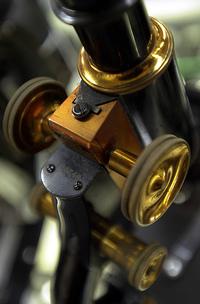 Microscope_flickr_106102579_543c246